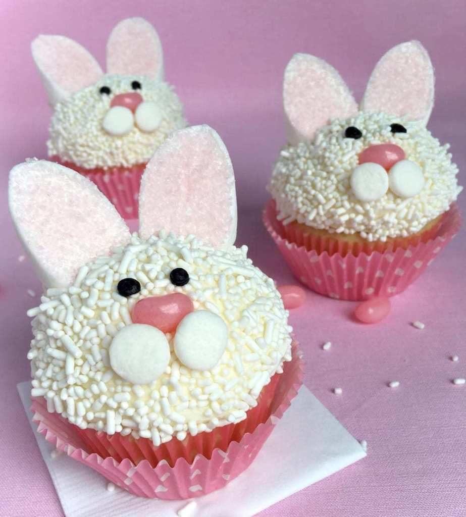 Cupcakes ve tvaru zajíčků.