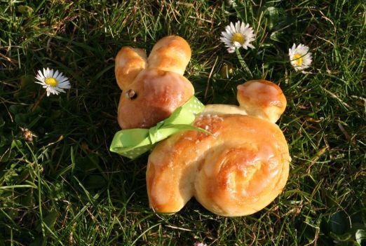 Lahodný medový velikonoční zajíček jako obdoba jidášů.