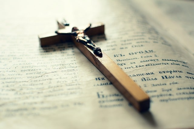 Symbol kříže jako křesťanského svátku.