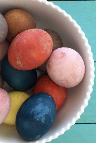 Barvení vajíček v červeném zelí