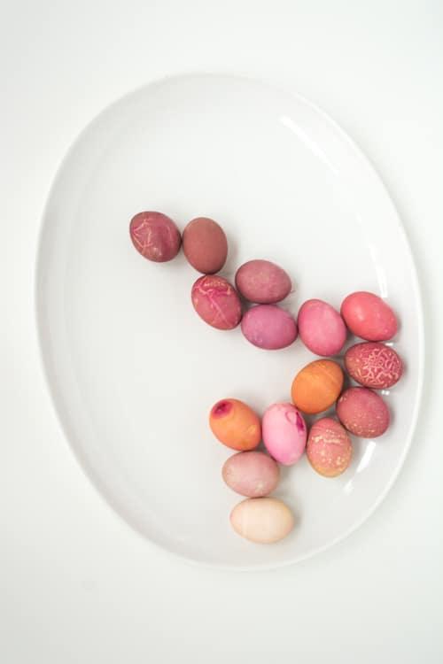 Návod na barvení vajíček červenou řepou