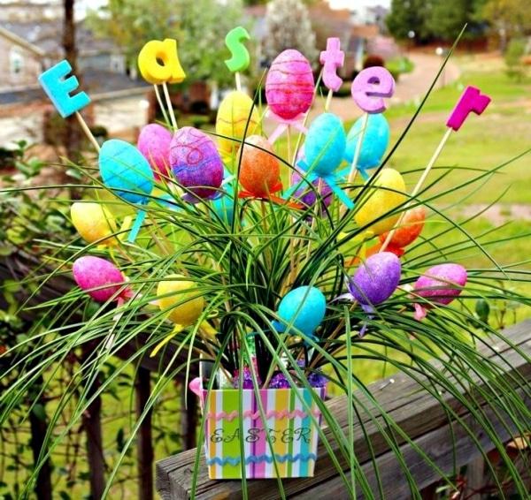 Květináč zdobený vajíčky
