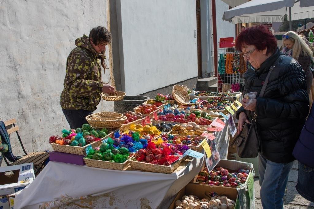 Prodejní stánky a velikonoční trhy Budějovice.