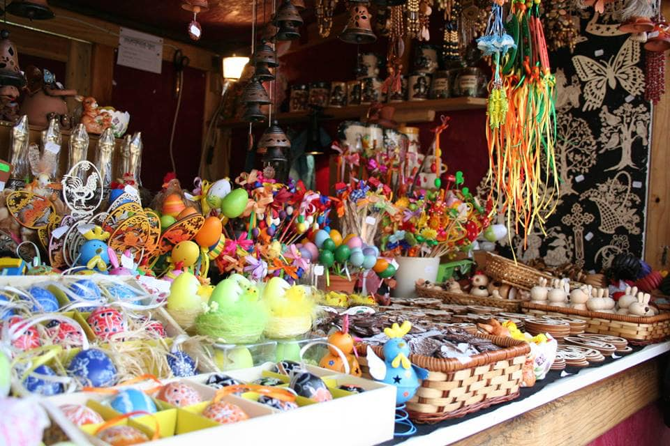 prodejní stánek na velikonočních trzích na zámku Mělník