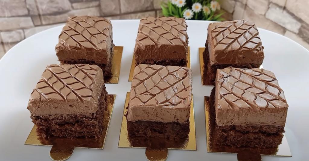 Hotový recept na kakaové řezy s čokoládou.